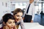Присутствие красивых женщин в коллективе повышает производительность труда