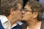В Аргентине поженились 67-летние лесбиянки