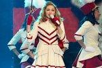 Мадонна продолжает раздеваться на сцене