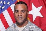 Американского генерала отстранили от службы за измену жене