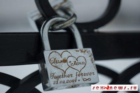Жители Парижа желают отказаться от традиции «замочков любви»