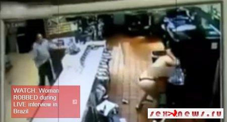 Голая девушка устроила погром в Макдональдсе Санкт-Петербурга