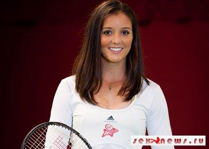 Теннисистка Лора Робсон попала в сотню самых сексуальных звезд