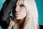Леди Гага на фото до обработки лучше, чем после
