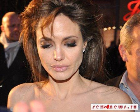 Бледность Анджелины Джоли озадачила публику