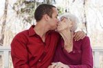 31-летний ловелас сделал 91-летнюю старушку своей любовницей