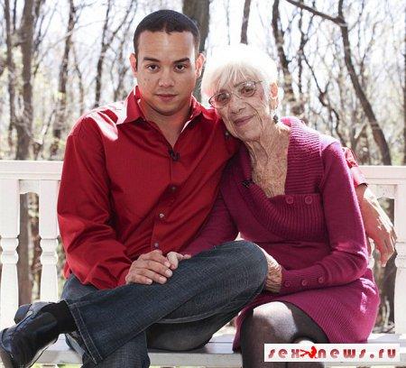 30-летний американец занимается сексуальными утехами с 91-летней женщиной