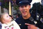Новым секс-символом интернета стал калифорнийский полицейский
