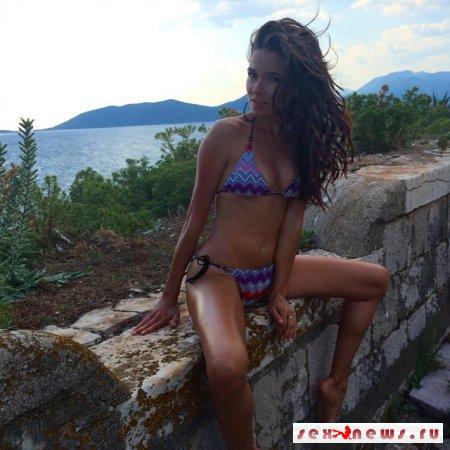 Ирена Понарошку разделась для MAXIM