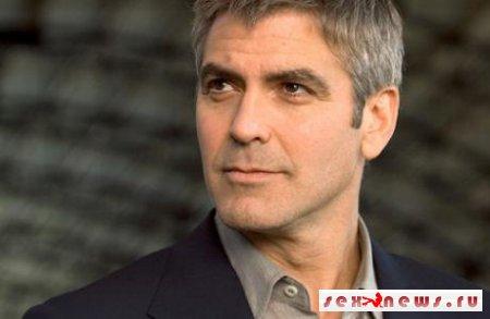 Джордж Клуни забавляется войной с журналистами