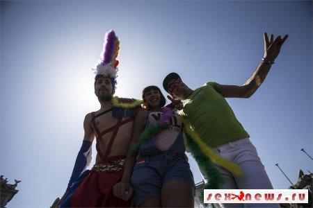 26 июля на Марсовом поле прошла ЛГБТ-демонстрация