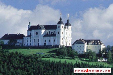 Полиция Австрии арестовала женщину за съемку порно в церкви