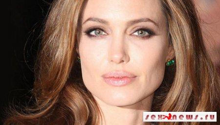 Анджелина Джоли решила выпустить коллекцию обуви Малефисенты