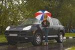 Российские женщины предпочитают большие машины и чувствуют себя за рулем сексуальными