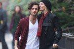 Уму Турман застали на романтичной прогулке с молодым актером