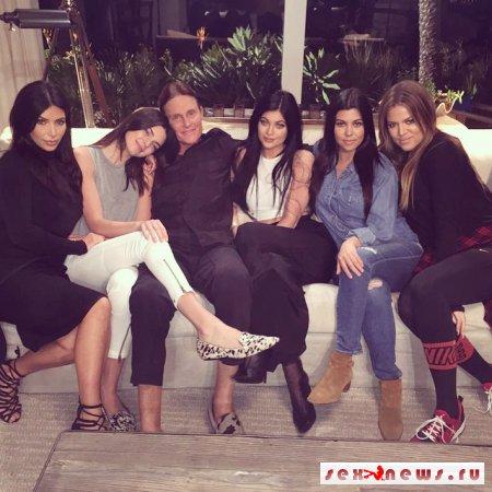 Трогательное фото: Кардашян впервые показала всю семью