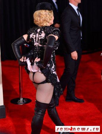 Мадонна потрясла ягодицами на красной дорожке
