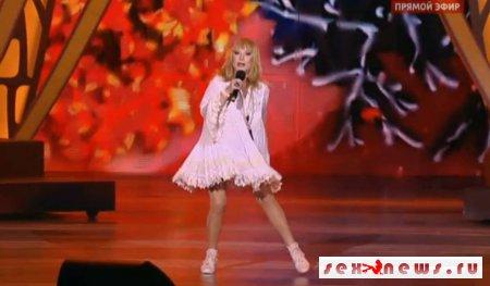 Пугачева похвасталась на открытии стройными ножками