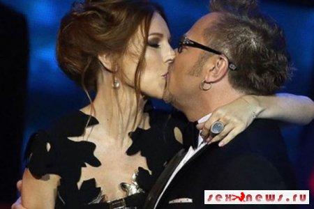 Наталья Подольская поделилась снимком страстного поцелуя с мужем