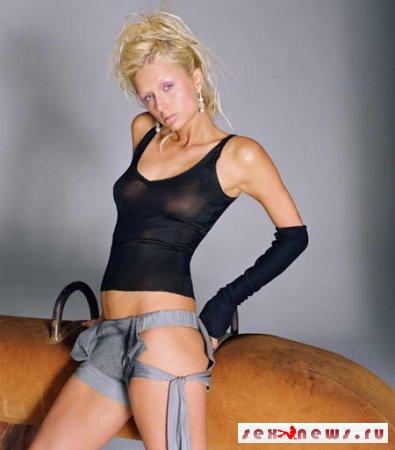 Развратная Пэрис Хилтон переборщила с макияжем (фото)