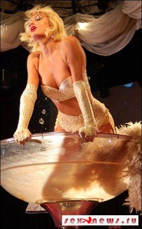 Пэрис Хилтон устроила стриптиз в честь своего дня рождения (фото)