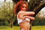 Кайли Миноуг блеснула грудью и ягодицами (фото)