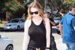 Линдси Лохан гуляет в полупрозрачной одежде