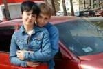 Студентка выходит замуж за парня, который сбил ее на машине