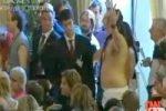 В Венеции голый гей молил Джорджа Клуни о поцелуе