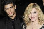 Любовник Мадонны разделся для