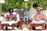 Кейт Мосс и Наоми Кэмпбел загорают топлесс