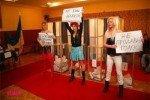 Группа девушек разделась на избирательном участке Киева