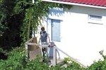 Жигунов спрятался на даче с молодым парнем