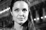 Джоли расскажет об интимной жизни с Питтом