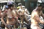Голые велосипедисты проехали по улицам Мельбурна