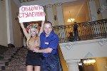 Активистка FEMEN оголилась в защиту студентов