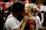 Поцелуи и объятия для мужчин важнее секса