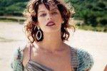 Милла Йовович разгуливала по пляжу голышом