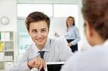 Женщины относятся к галантным мужчинам с подозрением