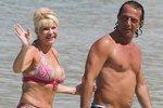 62-летняя Ивана Трамп показала бикини и молодого любовника