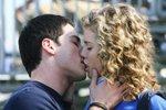 Первый поцелуй с девушкой, что делать?