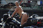 Укротительница байка Даша Астафьева в новой эротической фотоссесии