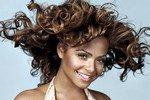 Декольте признано менее привлекательным, чем шикарные волосы