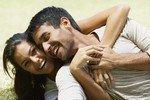 Женщины и мужчины соблазняют друг друга зубами