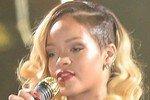 Рианну объявили более «горячей», чем Бейонсе