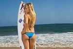 Серфингистка зажгла публику сексуальным танцем