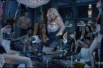 Бритни Спирс отхлестала кнутом танцовщиц