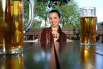 Привлекательность дам мужчины оценивают по тому, что они пьют