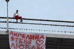 Влюблённый одессит бродил по перилам моста