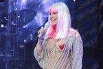 67-летняя певица Шер вышла на сцену в откровенном наряде